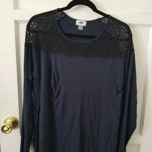 Old Navy tunic with side slits and lace detail XL